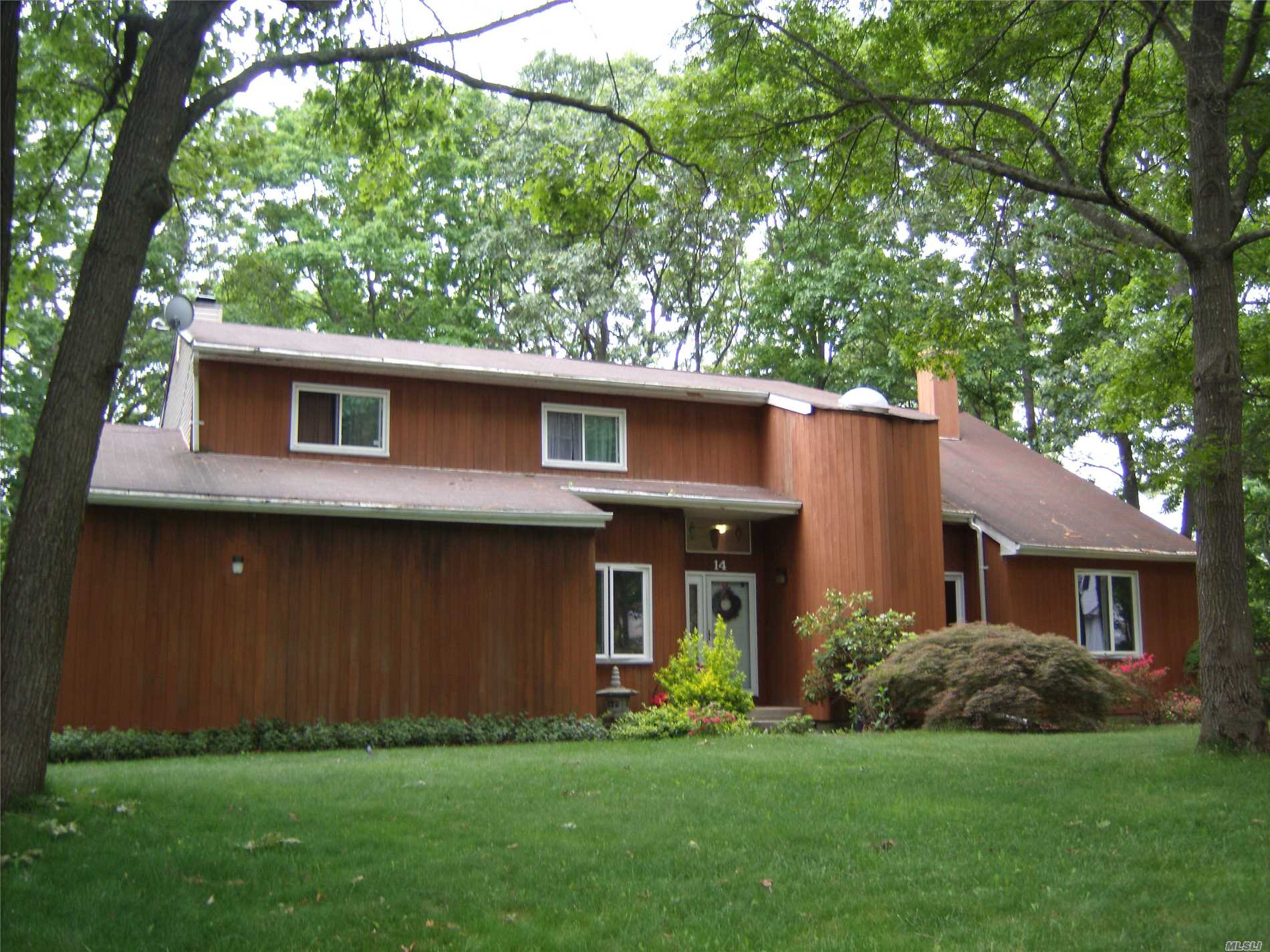 Photo of home for sale at 14 Sharon Dr, Coram NY