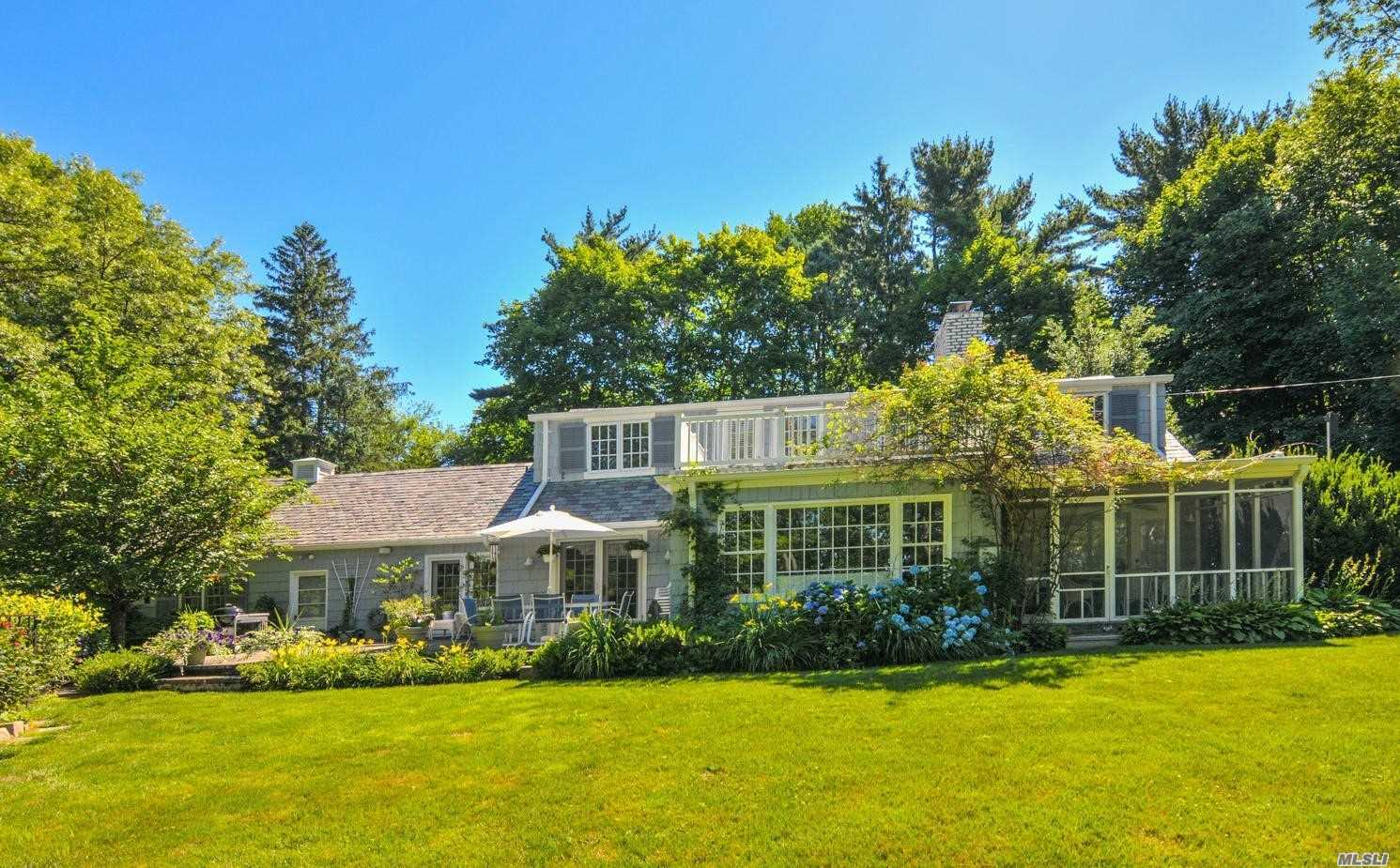 Photo of home for sale at 50 South Rd, Sands Point NY