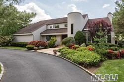 Property for sale at 6 Polo Ct, Woodbury,  NY 11797