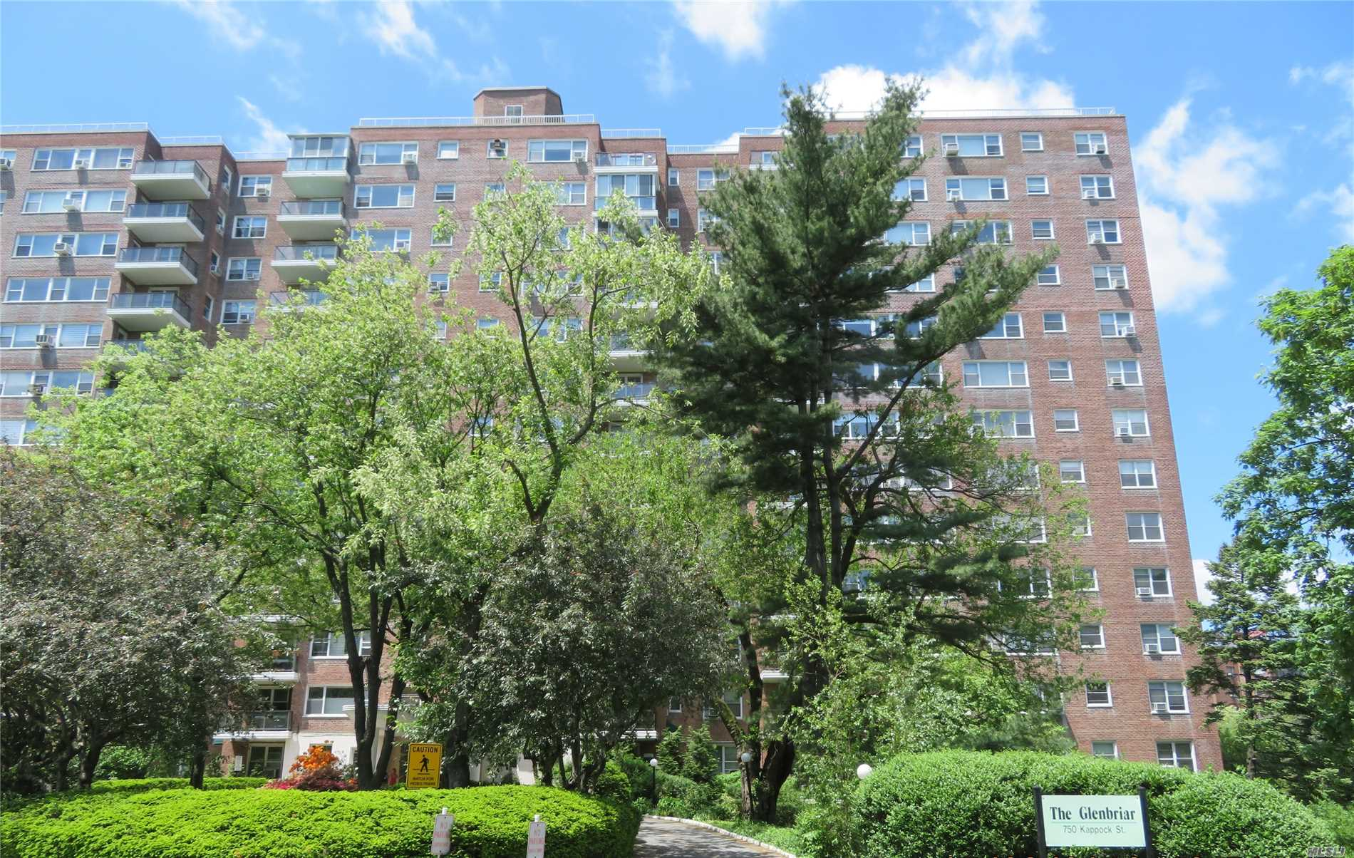 Photo of home for sale at 750 Kappock St, Bronx NY