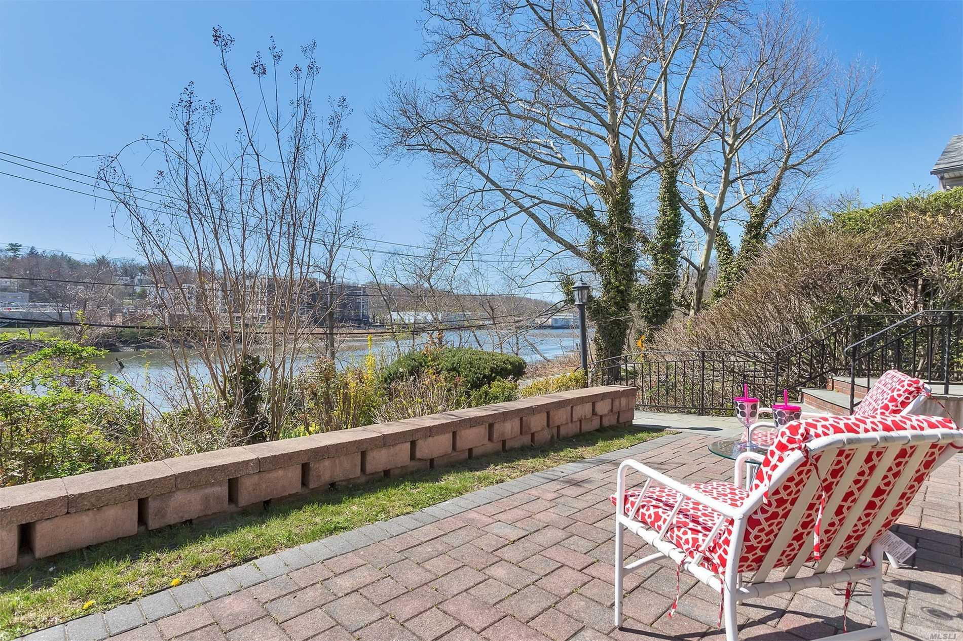 Photo of home for sale at 280 Bayview Ave, Manhasset NY
