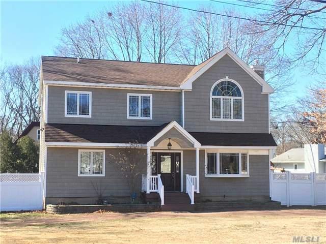 Photo of home for sale at 1216 Stonybrook Road, Lake Grove NY