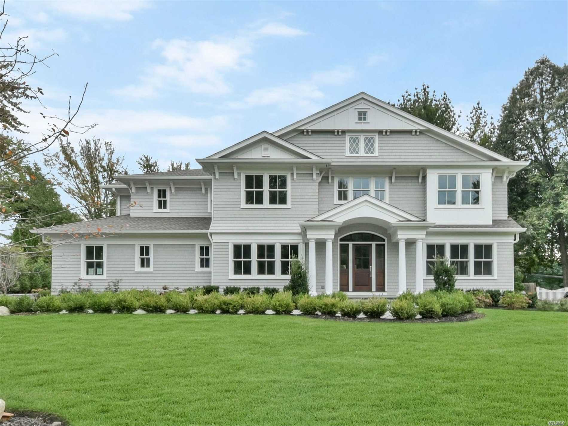 Photo of home for sale at 7 Brookside Dr, Port Washington NY