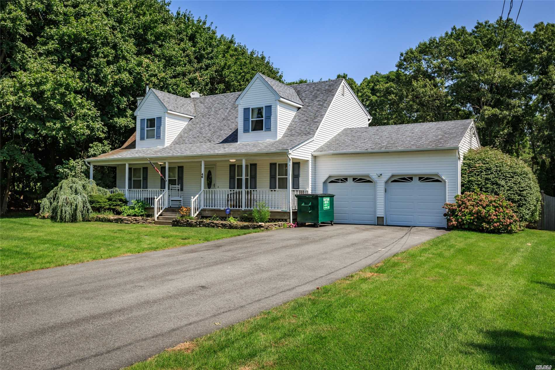 Photo of home for sale at 46 Tuttle Ave, Eastport NY