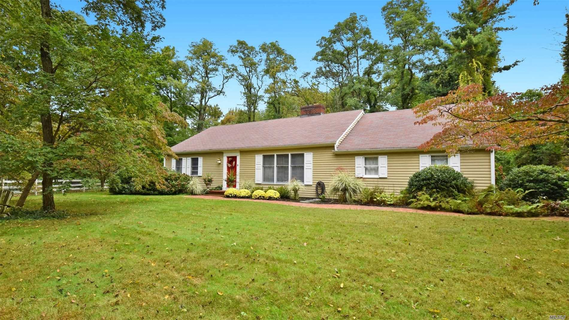 Photo of home for sale at 3 Old Pine Ln, Northport NY