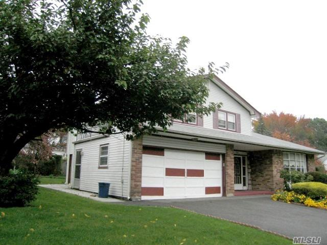 Photo of home for sale at 581 Jefferson St, Westbury NY