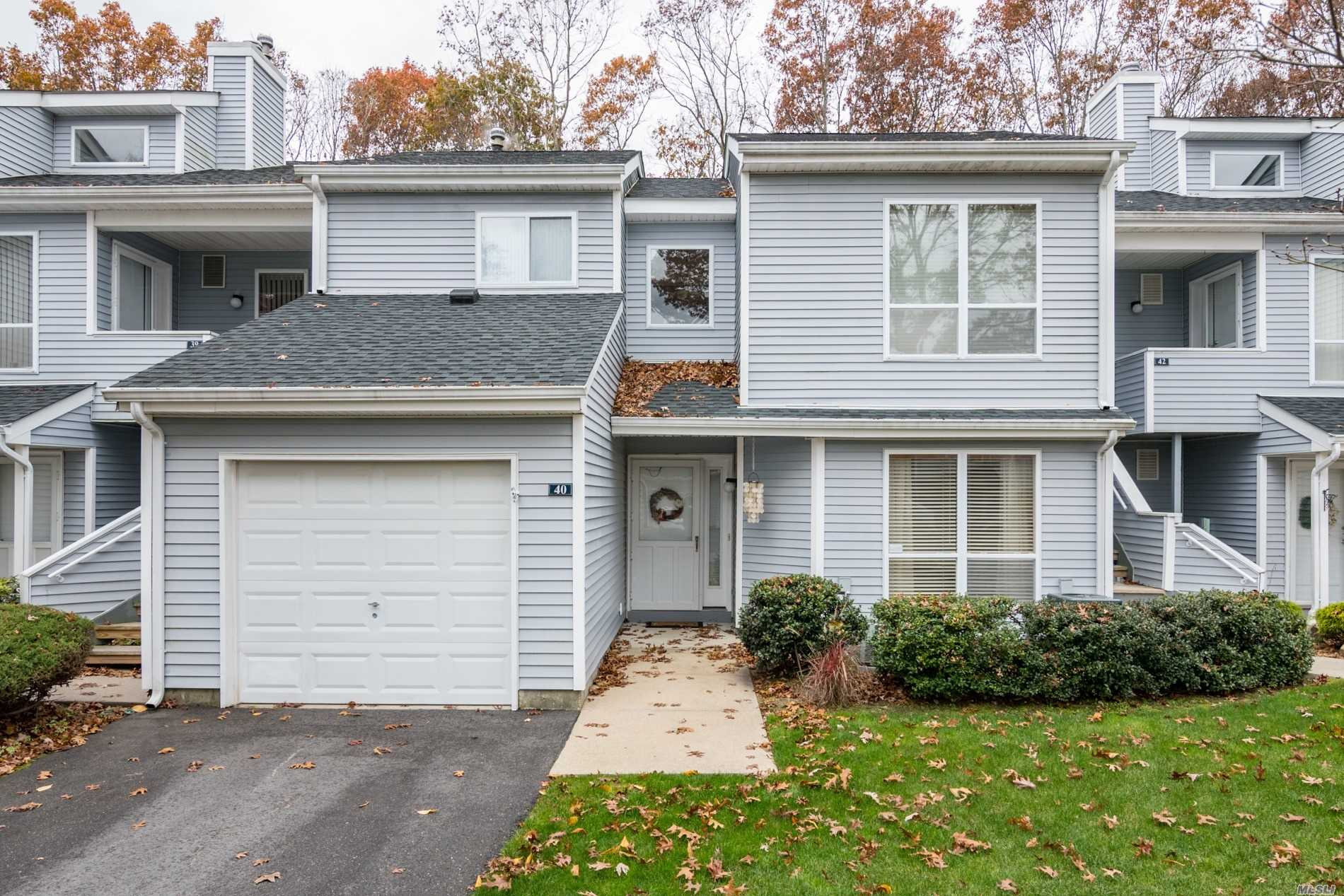 Property for sale at 40 Lakeview Dr, Manorville,  NY 11949