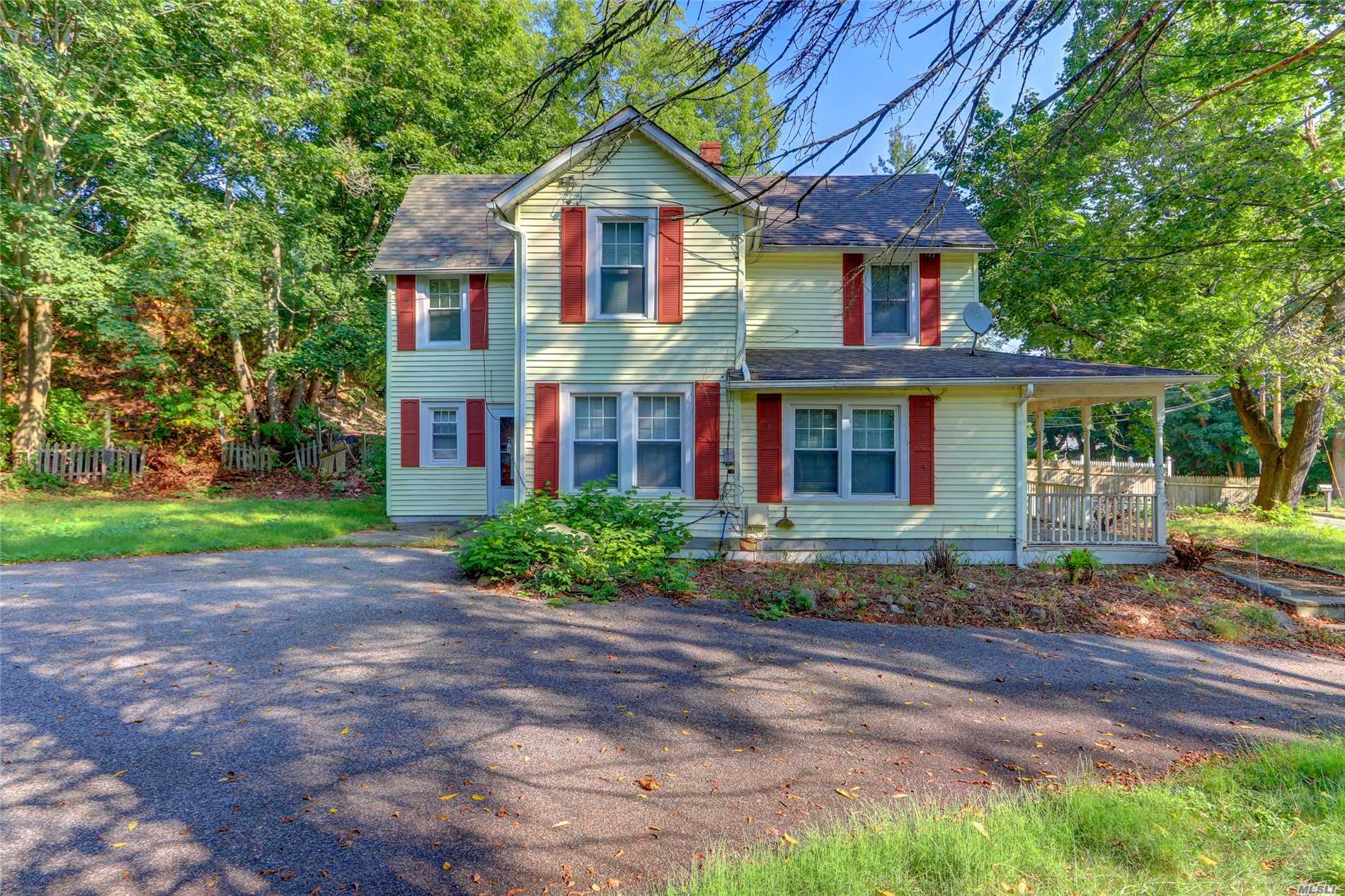 Photo of home for sale at 347 Woodbury Rd, Woodbury NY