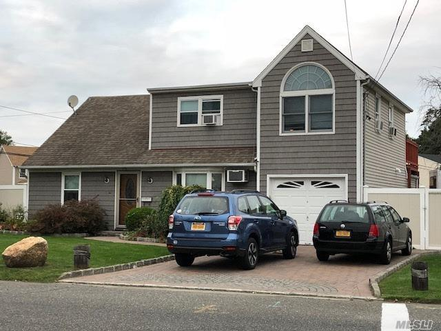 Photo of home for sale at 250 Great Neck Rd S, Copiague NY