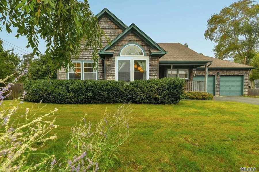 Photo of home for sale at 157 Springville Rd, Hampton Bays NY