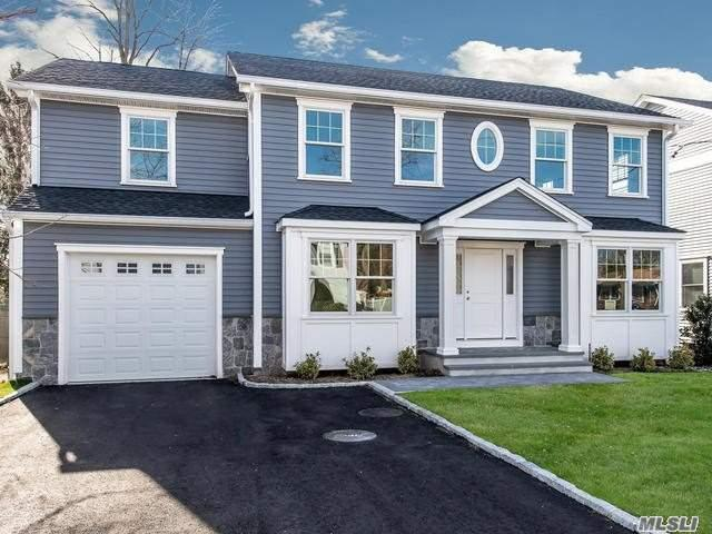 Photo of home for sale at 32 Library Ln, Bayville NY