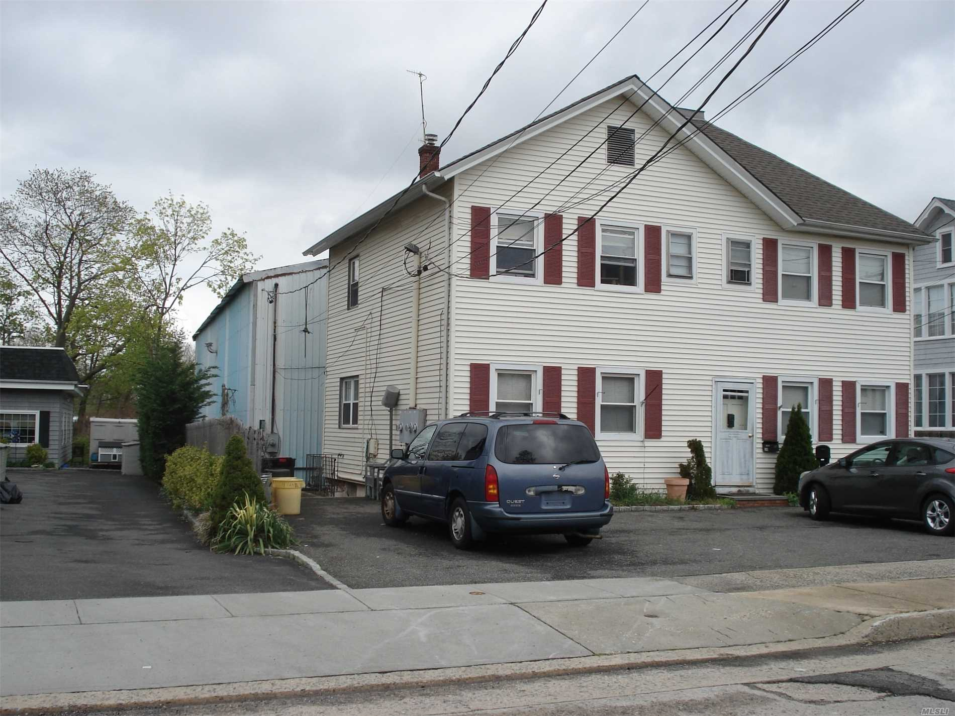 Photo of home for sale at 30 Hamilton Ave, Oyster Bay NY