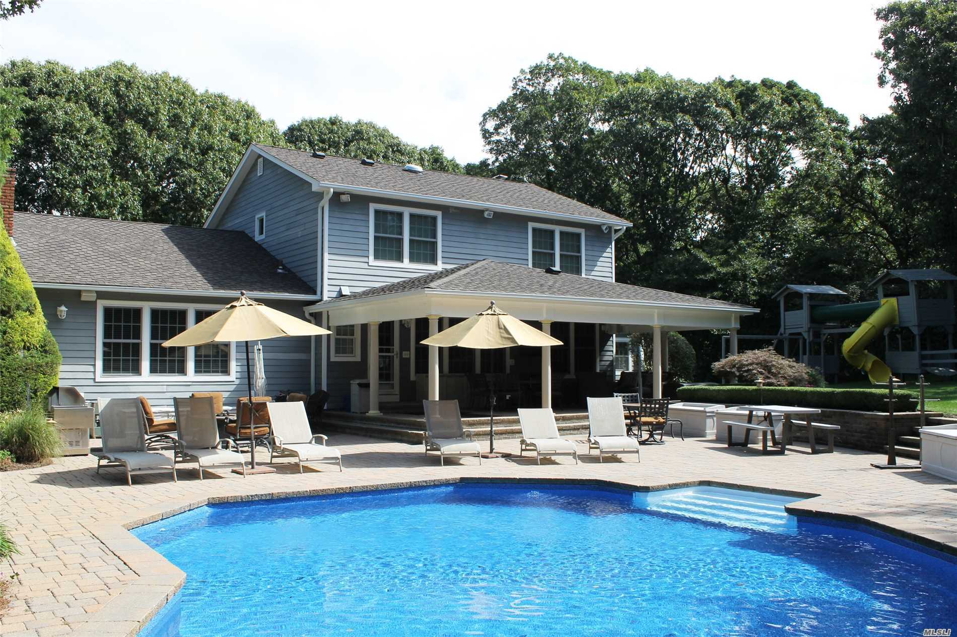 Photo of home for sale at 99 Squiretown Rd, Hampton Bays NY