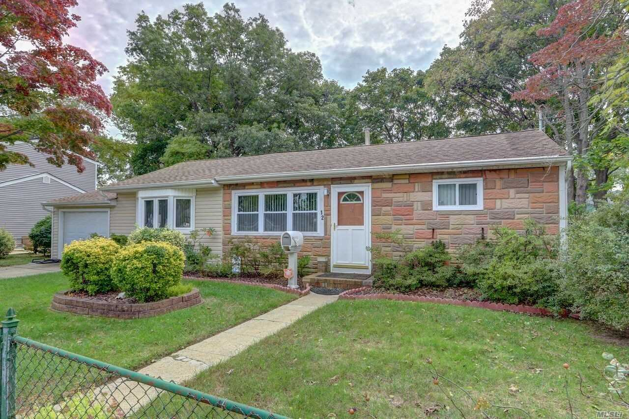 Photo of home for sale at 12 Cherry St E, Central Islip NY