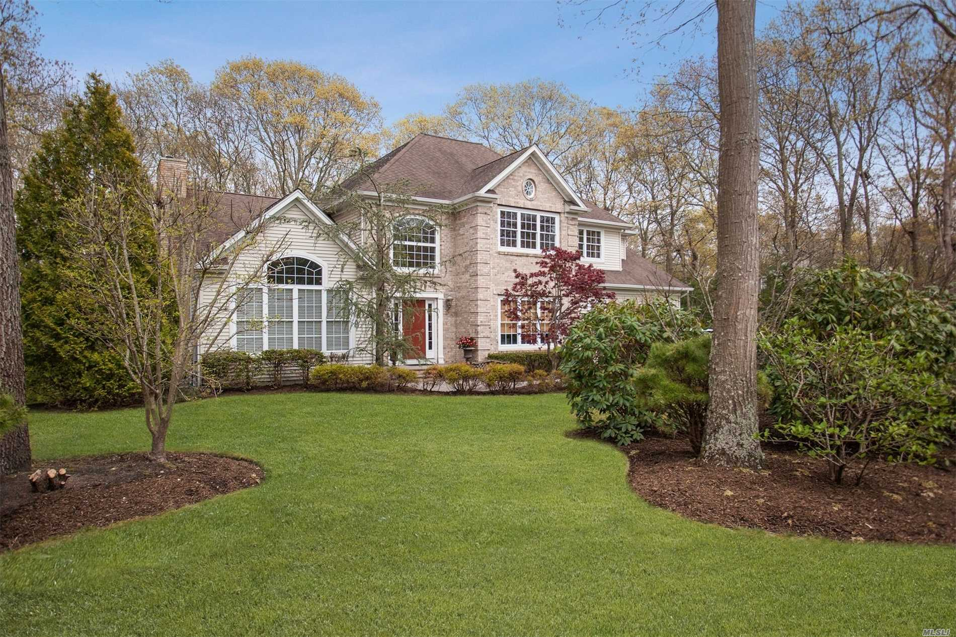 Photo of home for sale at 18 Hickory Ln, East Moriches NY