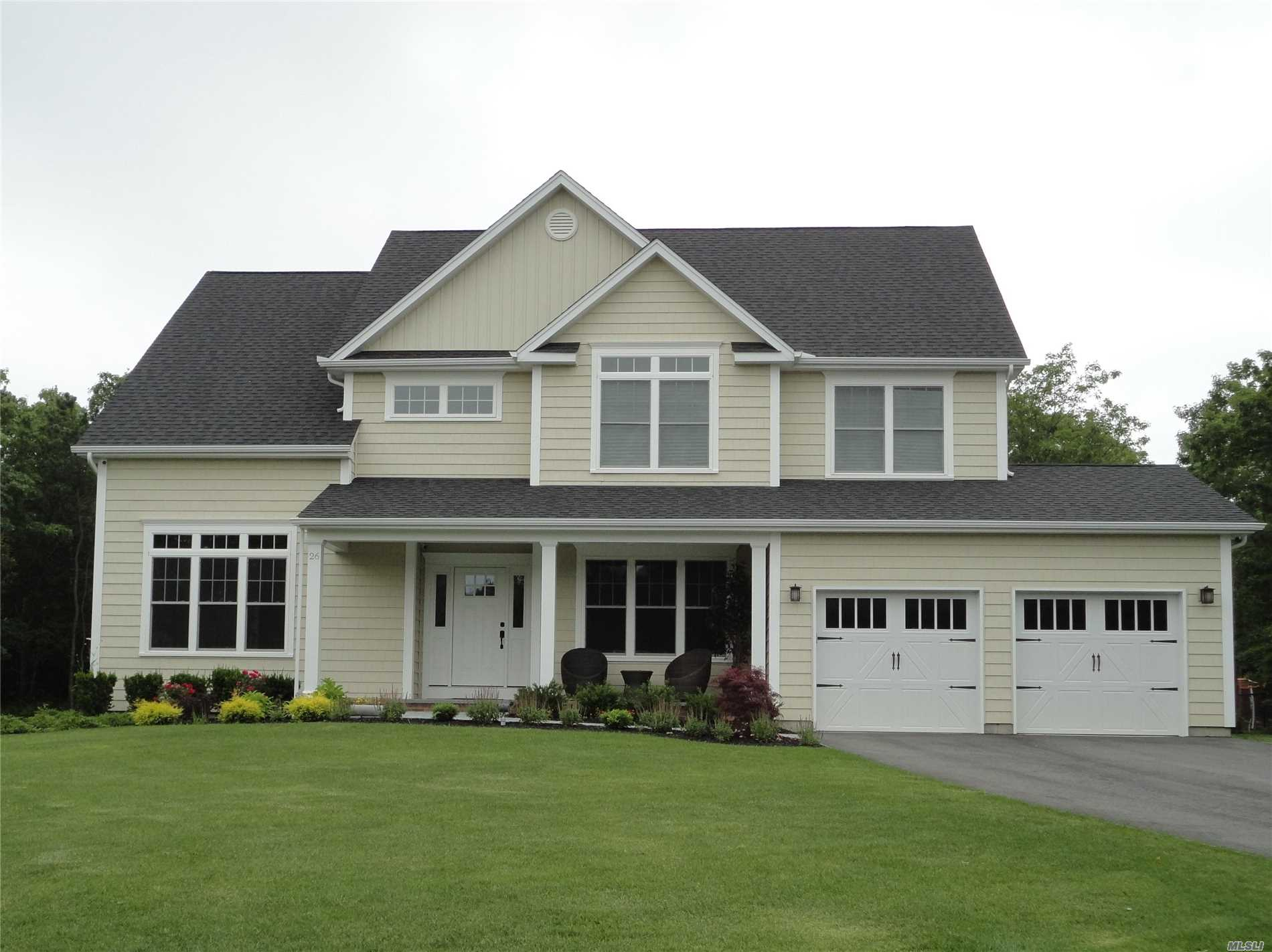 Photo of home for sale at 36 Blackberry Ln, Center Moriches NY