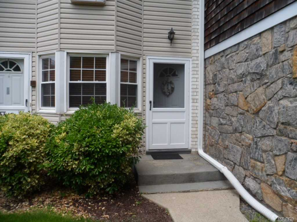 Property for sale at 3224 Wilshire Ln, Oakdale,  NY 11769