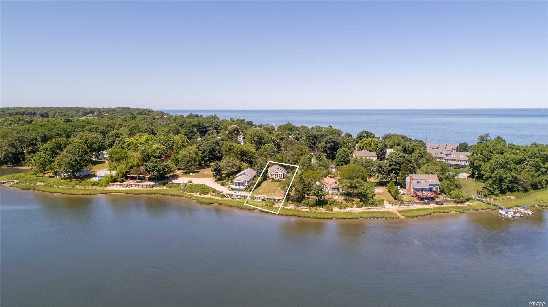 Photo of home for sale at 450 Richmond Rd E, Southold NY