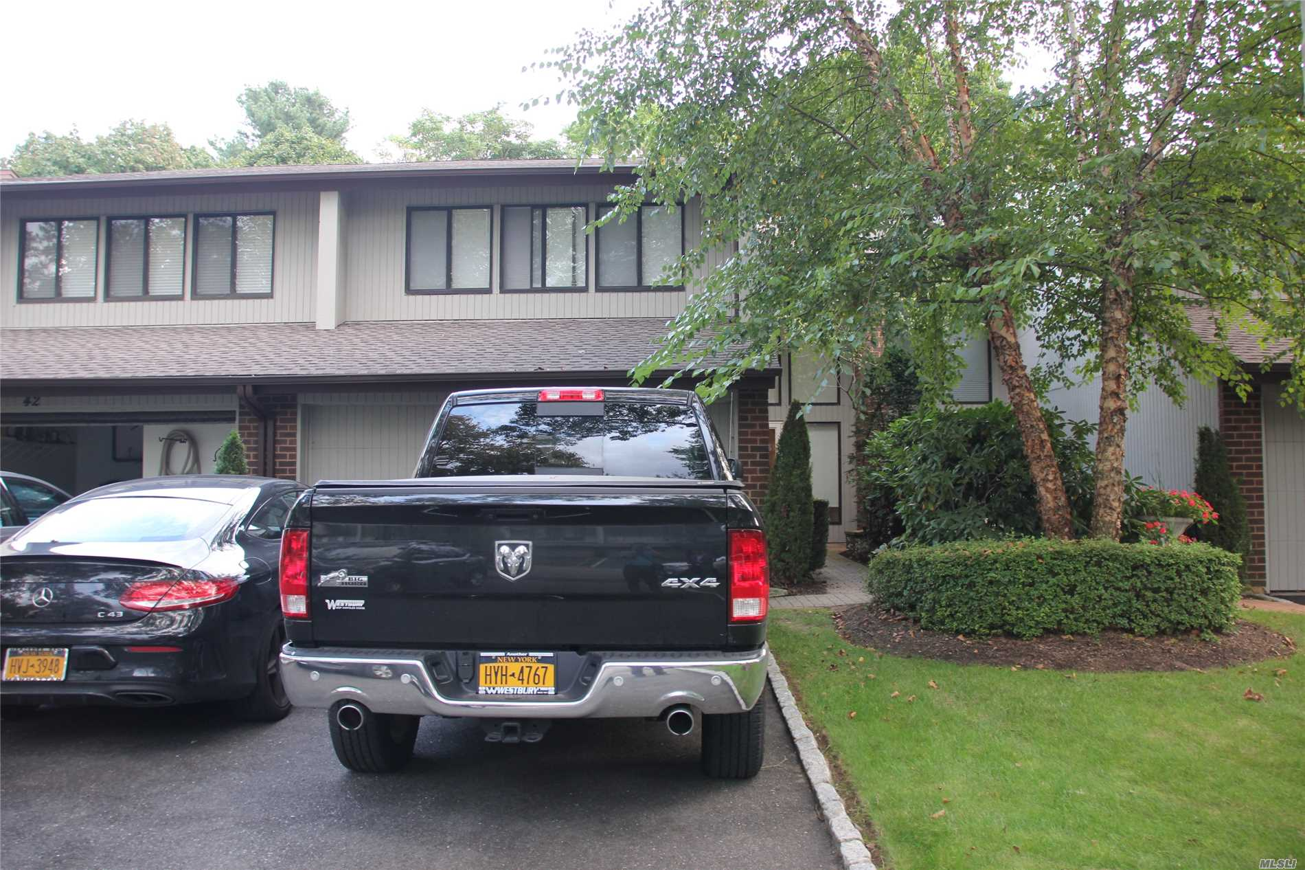 Photo of home for sale at 41 View Ct E, Jericho NY