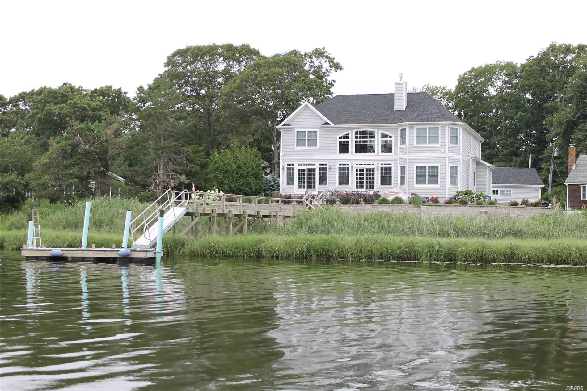 Photo of home for sale at 2 Whites Ln, Aquebogue NY