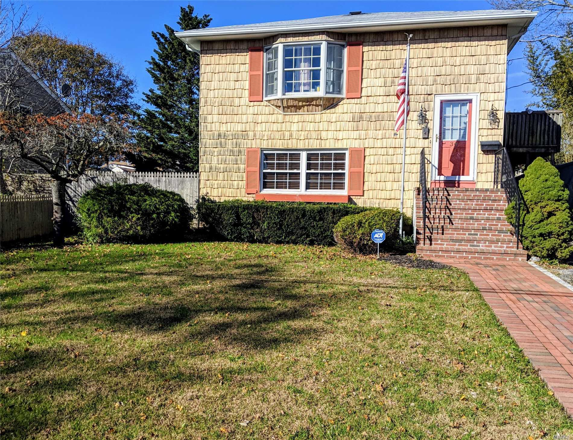 Photo of home for sale at 34 Miramar Ave, East Patchogue NY