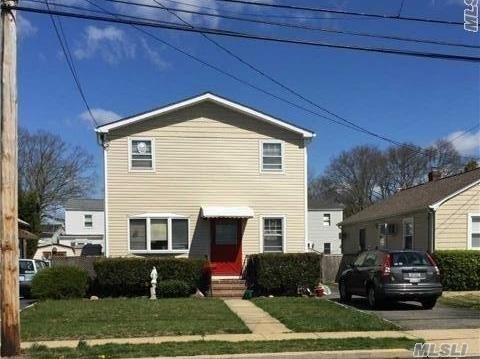 Photo of home for sale at 3035 Lowell Ave, Wantagh NY