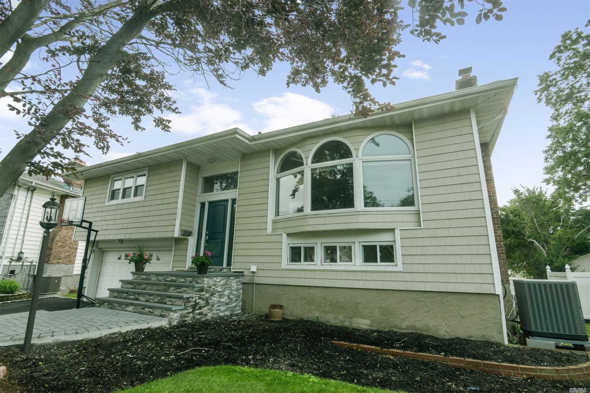 Photo of home for sale at 311 Links Dr W, Oceanside NY