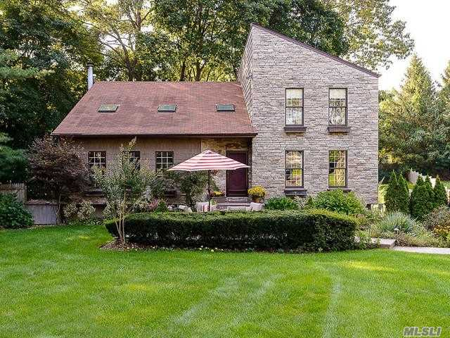Photo of home for sale at 14 Pond Dr, Syosset NY