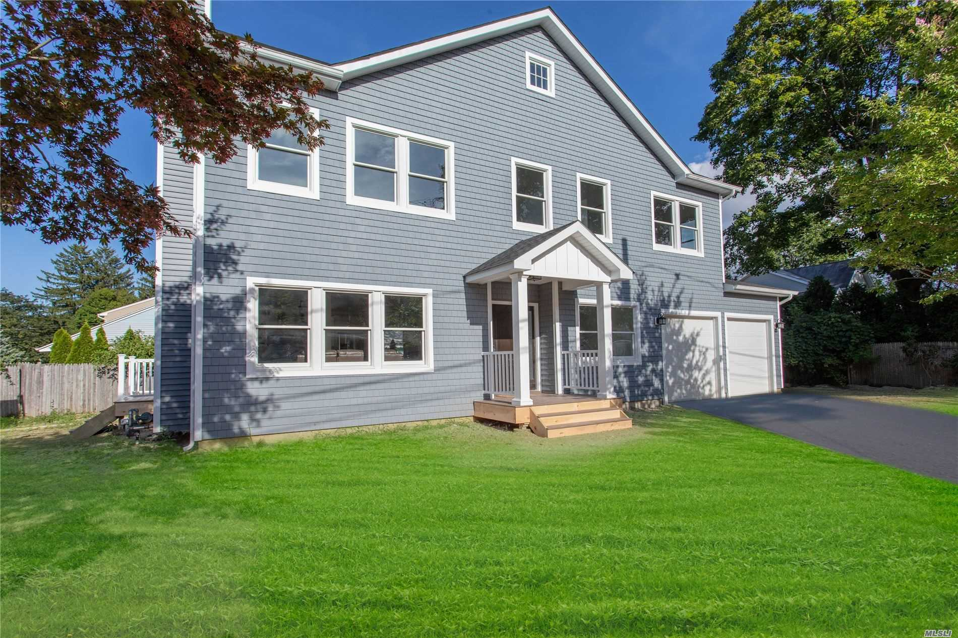 Photo of home for sale at 812 6th St, East Northport NY