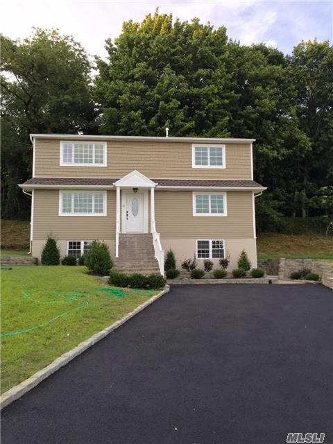 Photo of home for sale at 12 Lee Gray Ct, Glen Cove NY