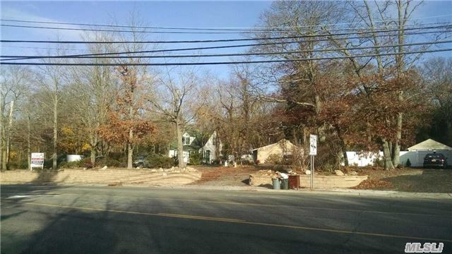 Photo of home for sale at Middle Country Rd, Lake Grove NY