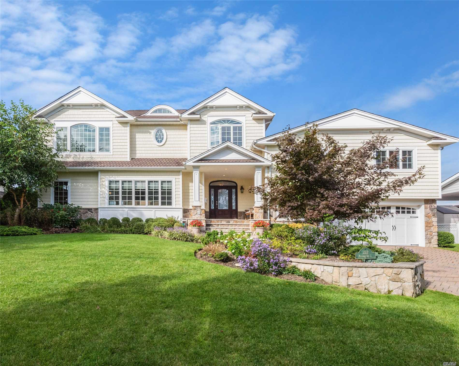 Photo of home for sale at 352 Riviera Dr S, Massapequa NY