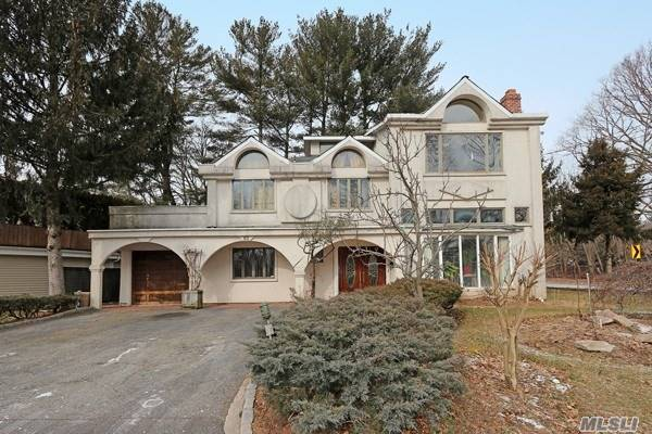 Photo of home for sale at 65 Sherrard St, East Hills NY