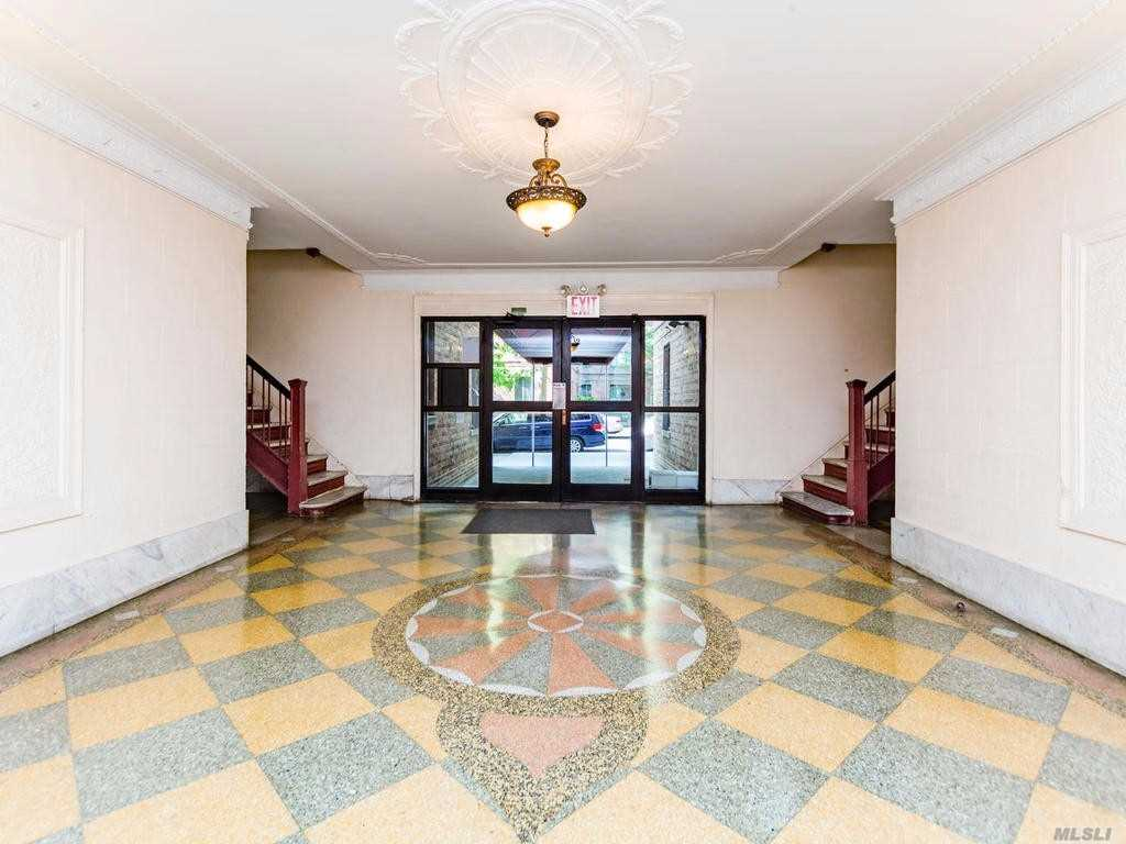 Photo of home for sale at 1922 Mc Graw Ave, Bronx NY