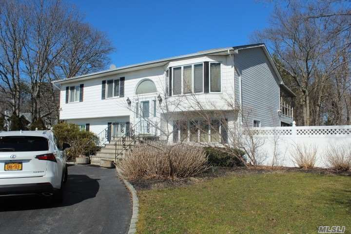 Photo of home for sale at 171 Pine St, East Moriches NY