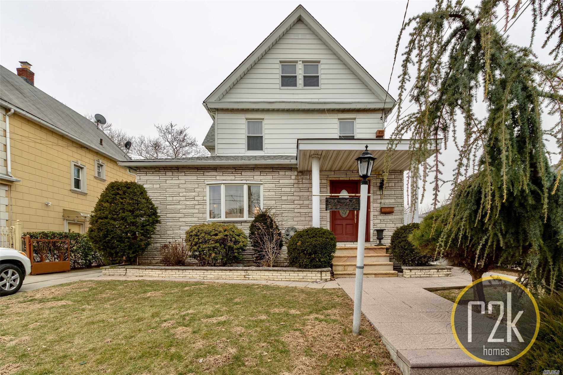 Photo of home for sale at 14-44 154th St, Whitestone NY