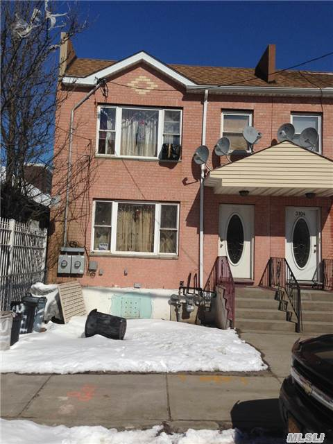 Photo of home for sale at 31-06 Lewmay Rd, Far Rockaway NY