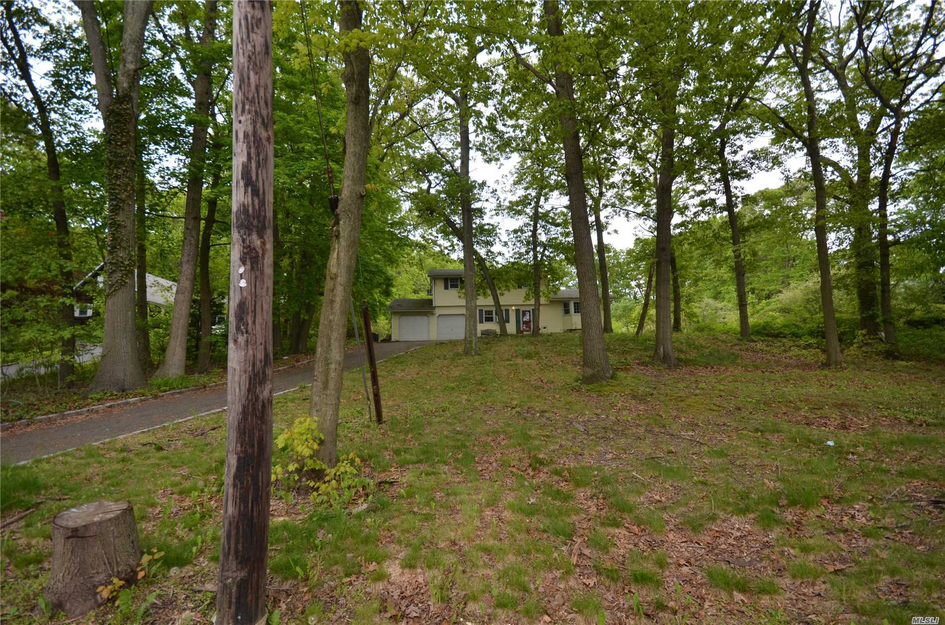 Photo of home for sale at 234 Bagatelle Rd, Melville NY