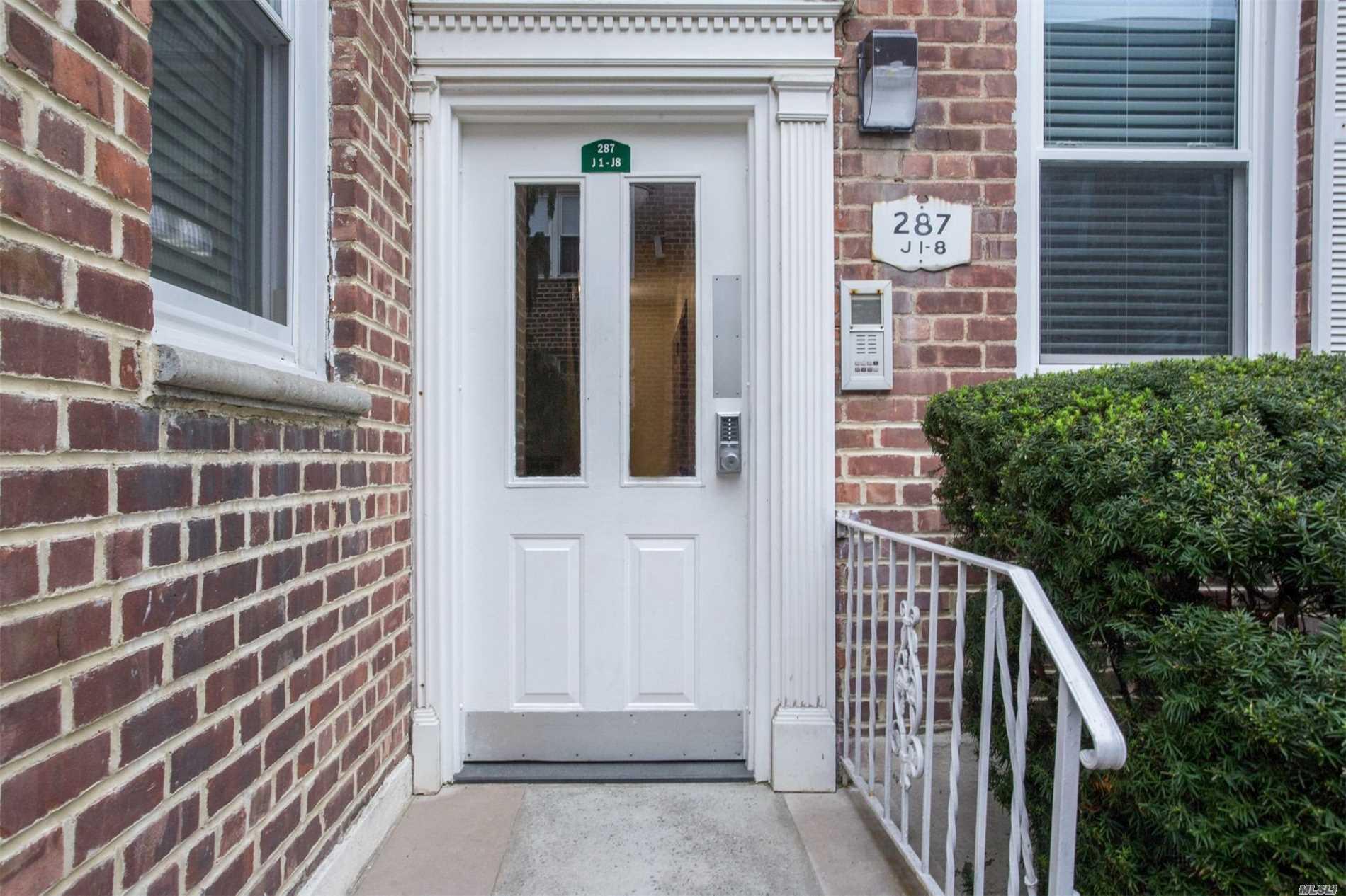 Property for sale at 287 Cedarhurst Ave, Cedarhurst,  NY 11516