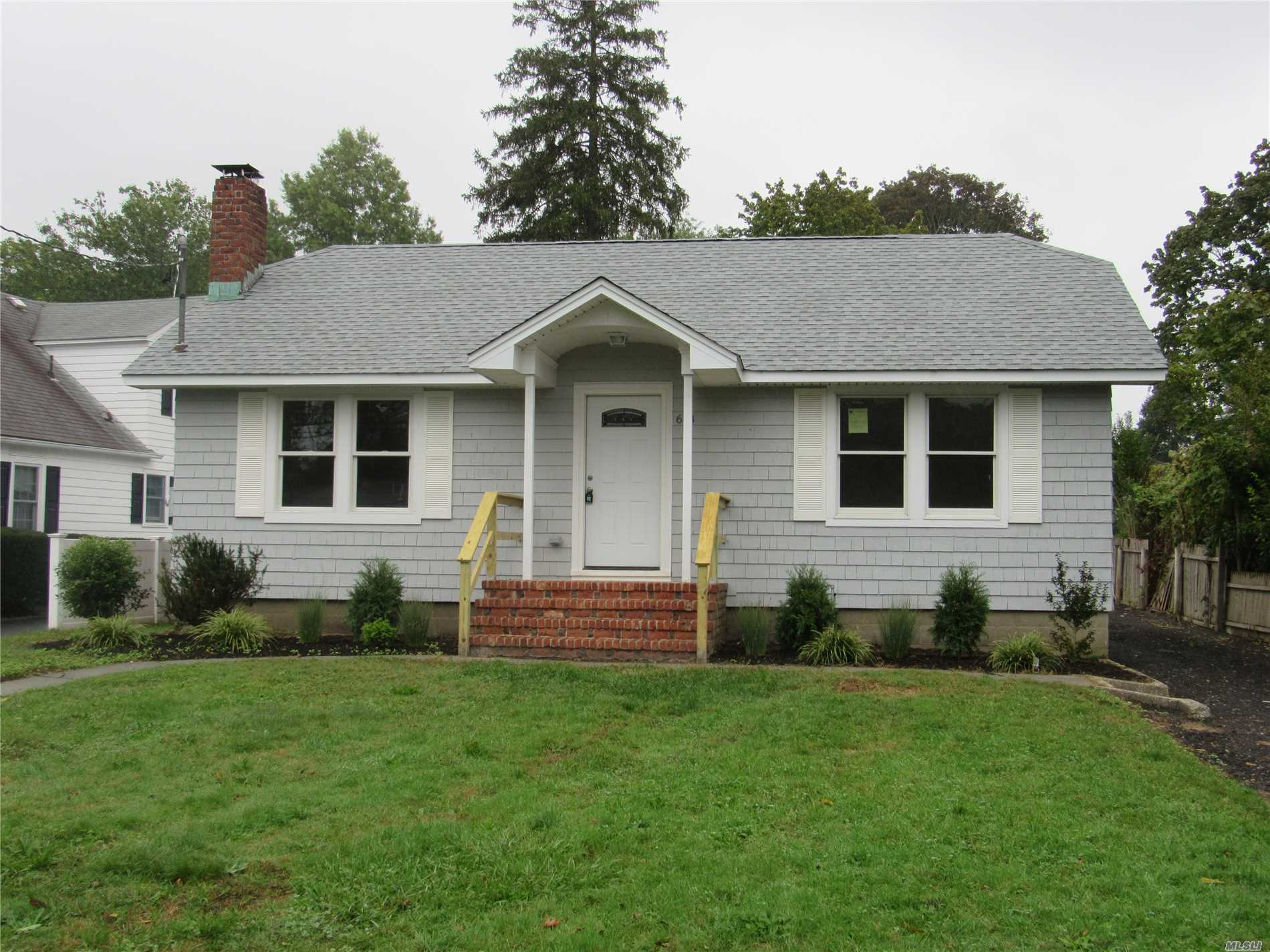 Photo of home for sale at 618 Corwin St, Riverhead NY