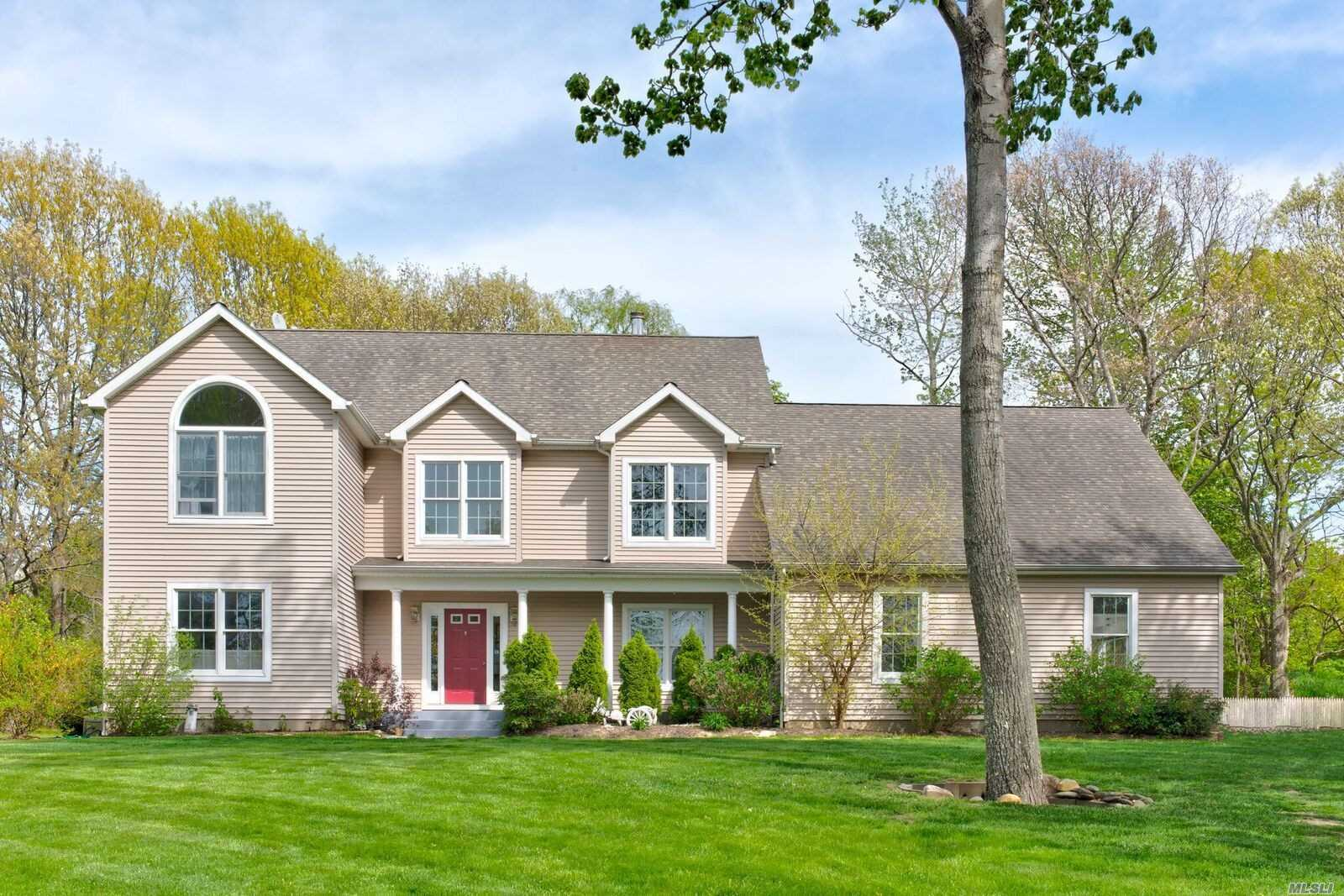 Photo of home for sale at 150 Waterview Dr, Southold NY