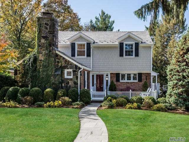 Photo of home for sale at 15 Groton Ln, Manhasset NY