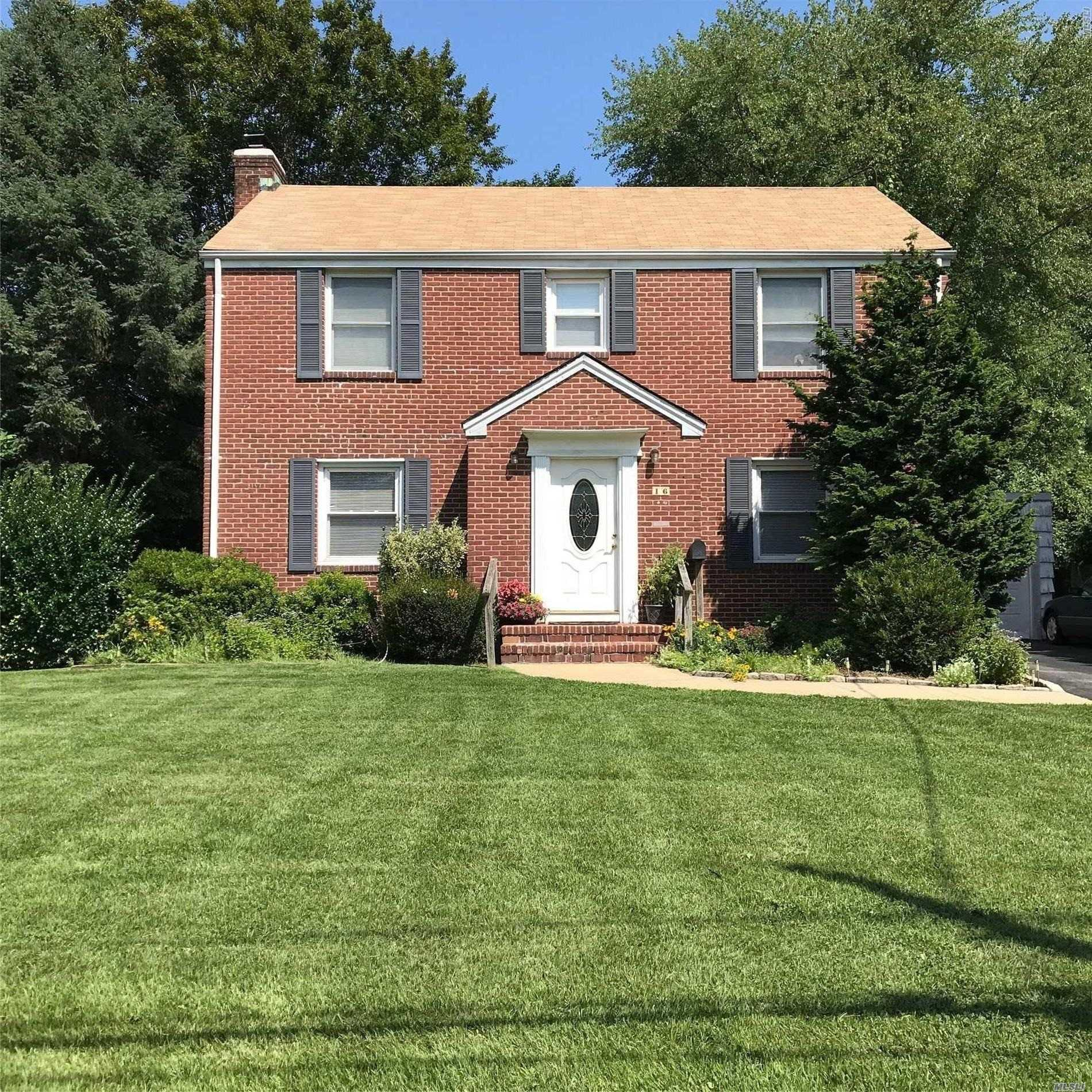 Photo of home for sale at 16 Laurel Ave, Glen Cove NY