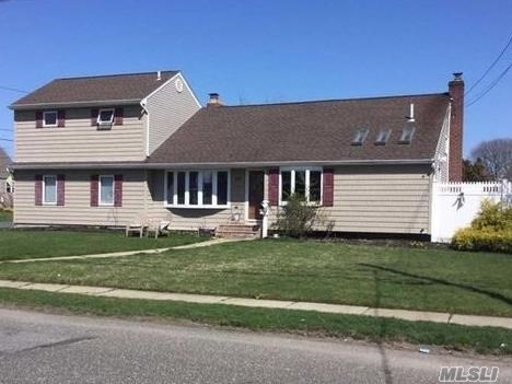 Photo of home for sale at 48 Wilson Ave, Amity Harbor NY