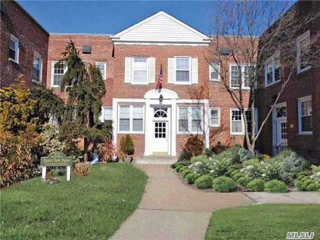 Property for sale at 70 S Park Ave, Rockville Centre,  NY 11570