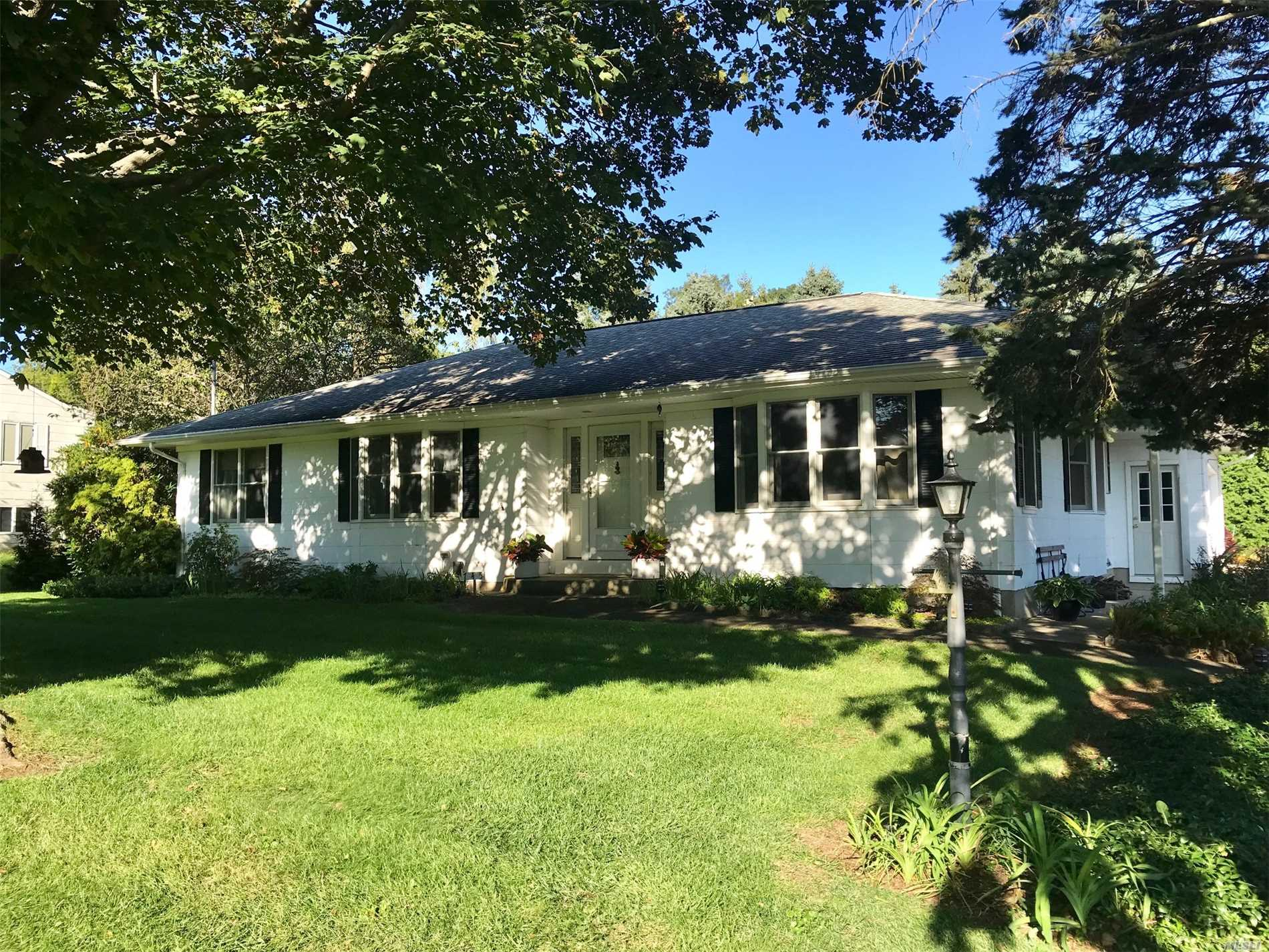 Photo of home for sale at 745 Gagens Landing Rd, Southold NY