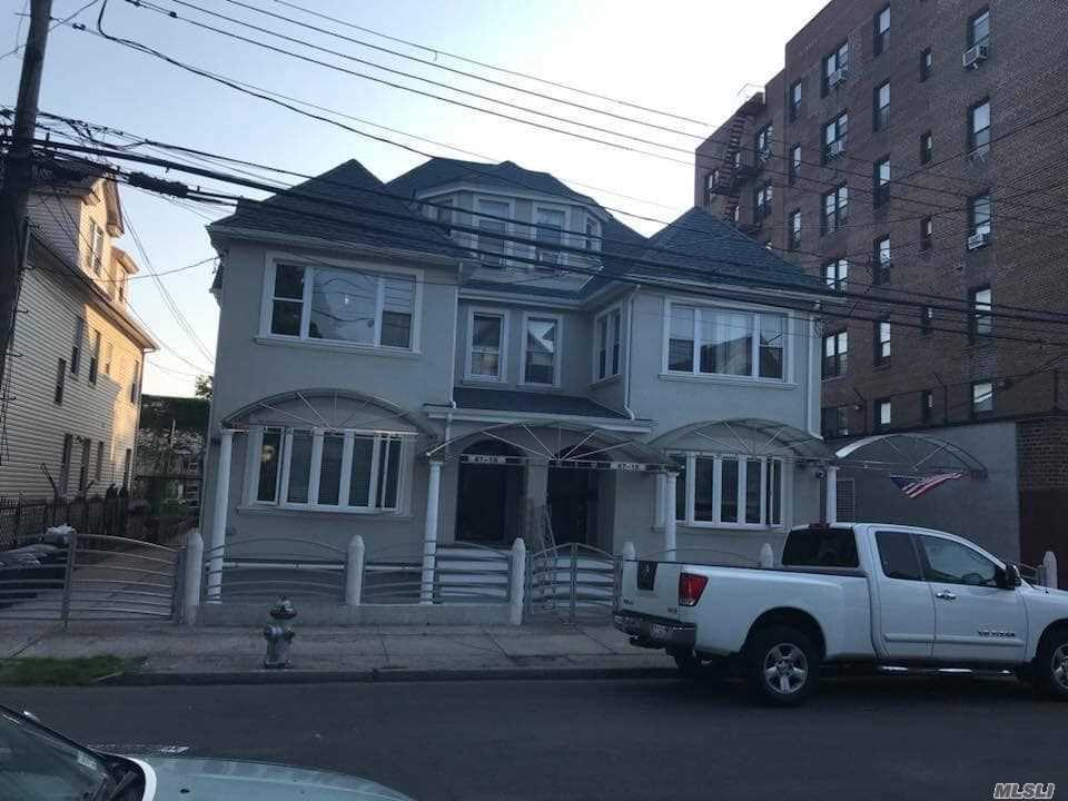 Photo of home for sale at 87-18 135th St, Richmond Hill NY