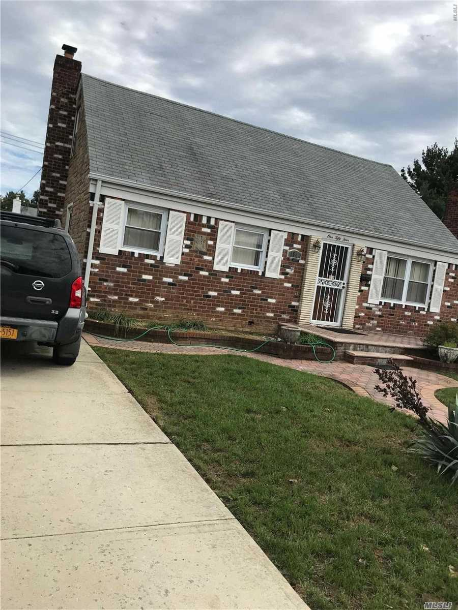 Photo of home for sale at 154 Sterling Rd, Elmont NY