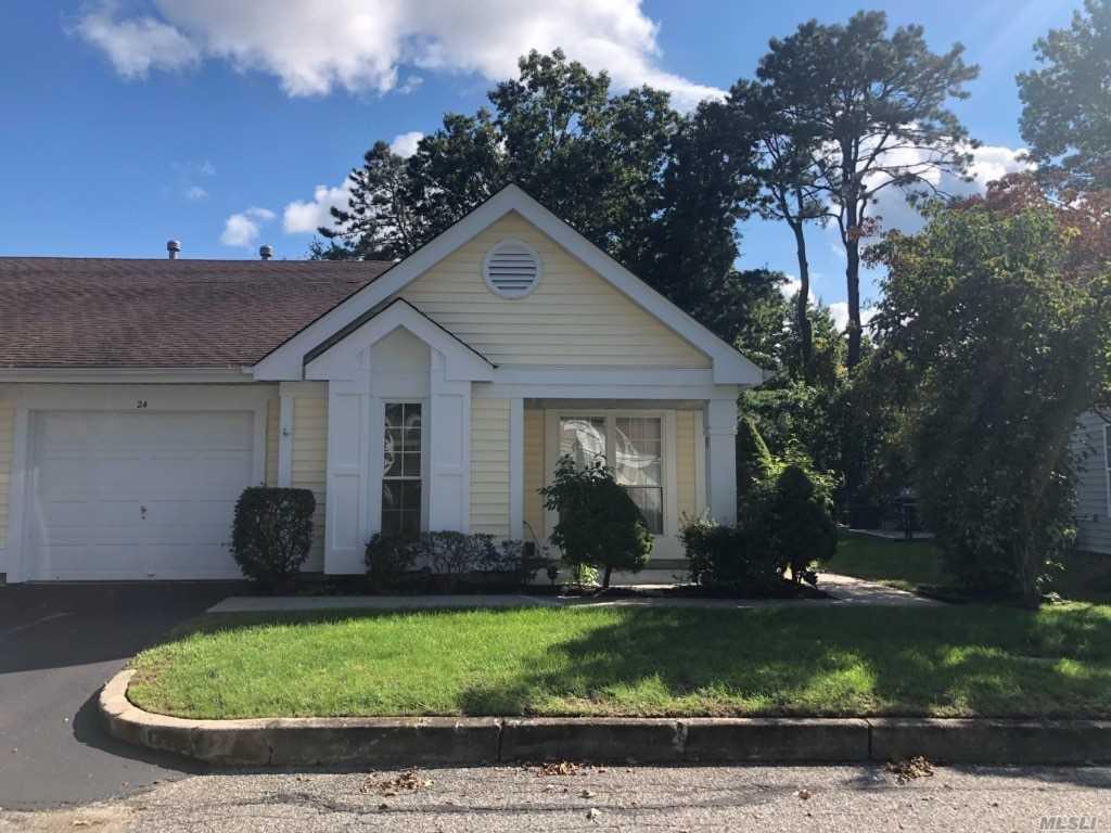 Property for sale at 24 Douglaston Ct, Ridge,  NY 11961