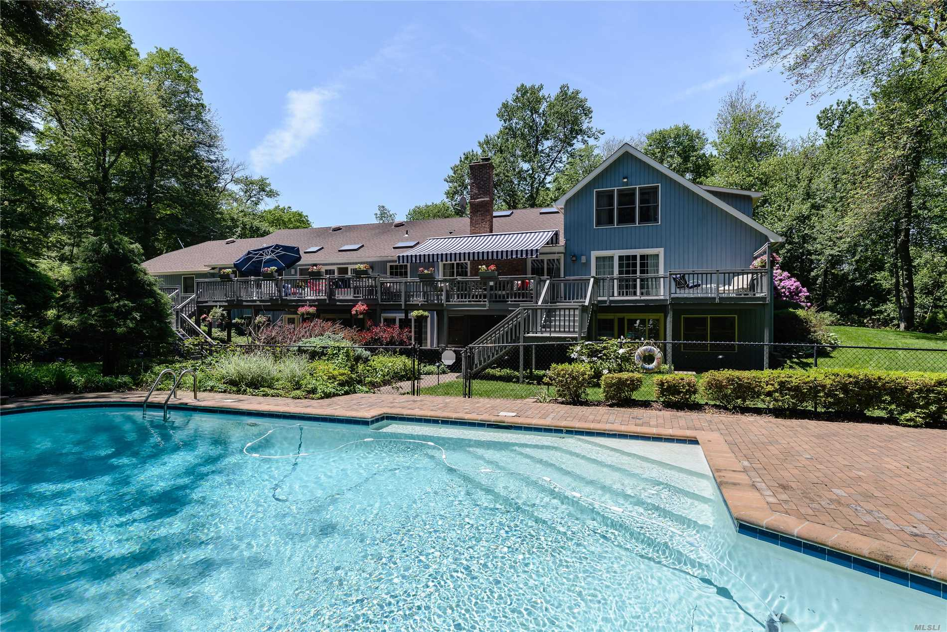 Photo of home for sale at 470 Annandale Dr, Oyster Bay Cove NY
